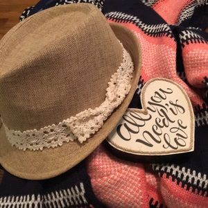 Other - Women's hat burlap material